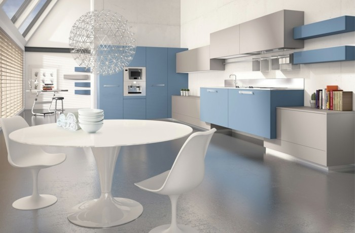 wohnideen küche helblaue küchenschränke runder esstisch cooler leuchter