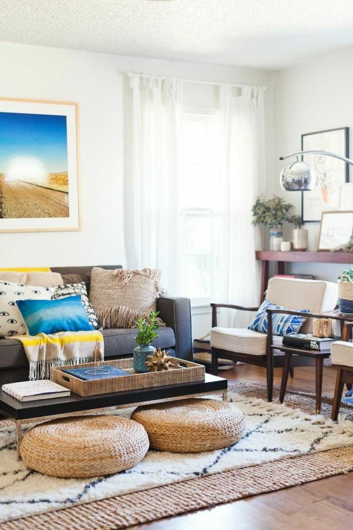 wohnung einrichten ideen bodenkissen graues sofa dekokissen