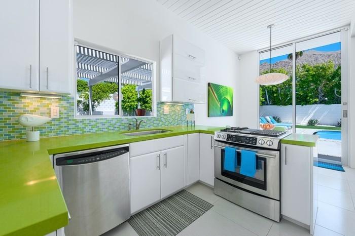 wohnung einrichten ideen wohnideen küche grüne arbeitsflache mosaikfliesen