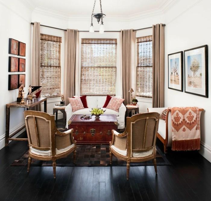 wohnung einrichten ideen wohnzimmer eklektisch gardinen weiße wände dunkler boden