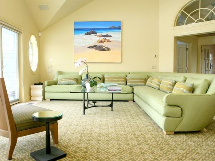 wohnungseinrichtung hellgelbe wände hellgrüne möbel schöner teppich