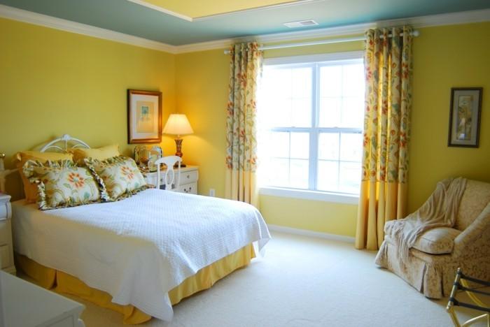 wohnungseinrichtung wohnideen schlafzimmer gelbe wandfarbe grüne akzente