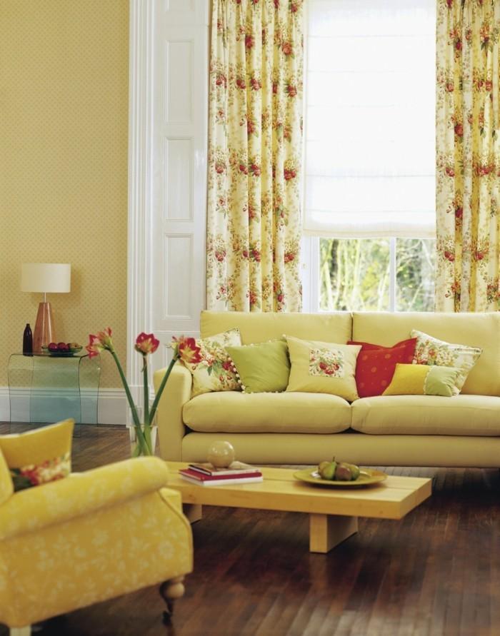 Wohnungseinrichtung Wohnzimmer Gelb Gardinen Blumenmuster