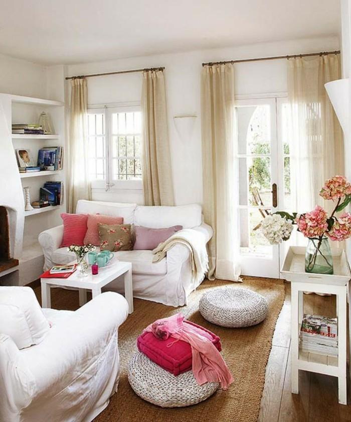wohnzimmer einrichten möbel sitzsäcke sisalteppich weiße einrichtung blumen