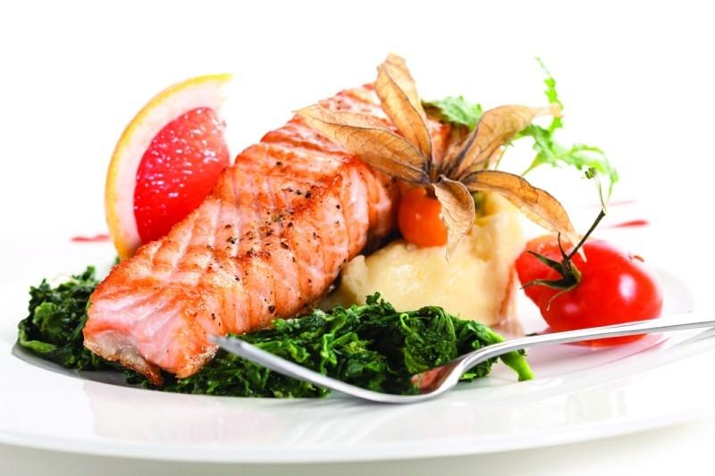 Fisch Diät Fisch mit Spinat gesunde ernährung