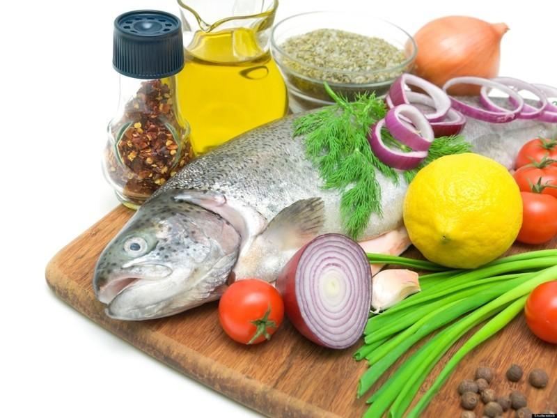 fisch diat gemuse salat gesunde-ernahrung