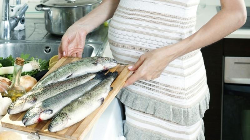 fisch diat schwangerschaft salat gesunde ernahrung