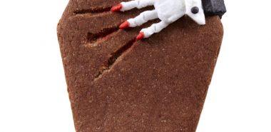 halloween-ideen-geback-in-sargform-hand