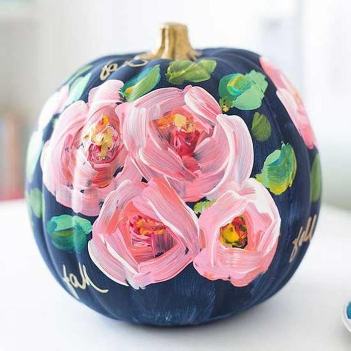 herbst dekoration zu halloween mit bemalten k rbissen. Black Bedroom Furniture Sets. Home Design Ideas
