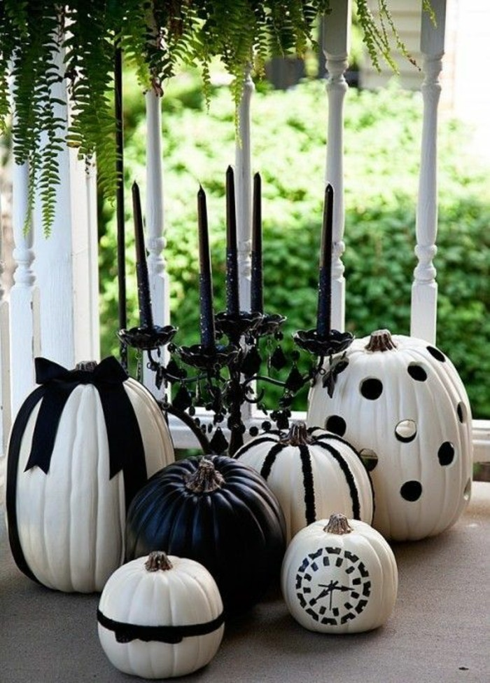 herbst dekoration zu halloween mit bemalten k rbissen. Black Bedroom Furniture Sets. Home Design Ideas