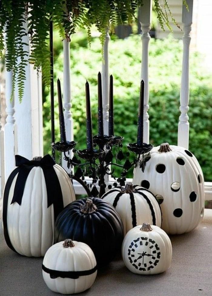 Herbst dekoration zu halloween mit bemalten k rbissen - Tischdeko kurbis ...