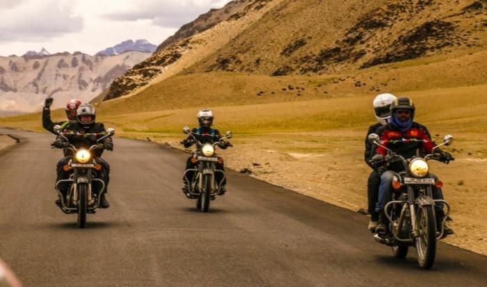 indien rundreise moped fahren