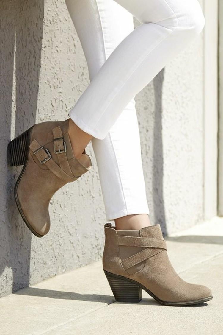 stiefelletten damen herbstmode weise jeans modetrends
