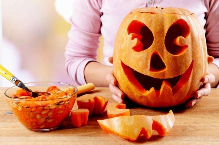 deko halloween kürbisse benutzen monster selber machen