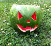 Deko für Halloween in Form von Früchten zubereiten