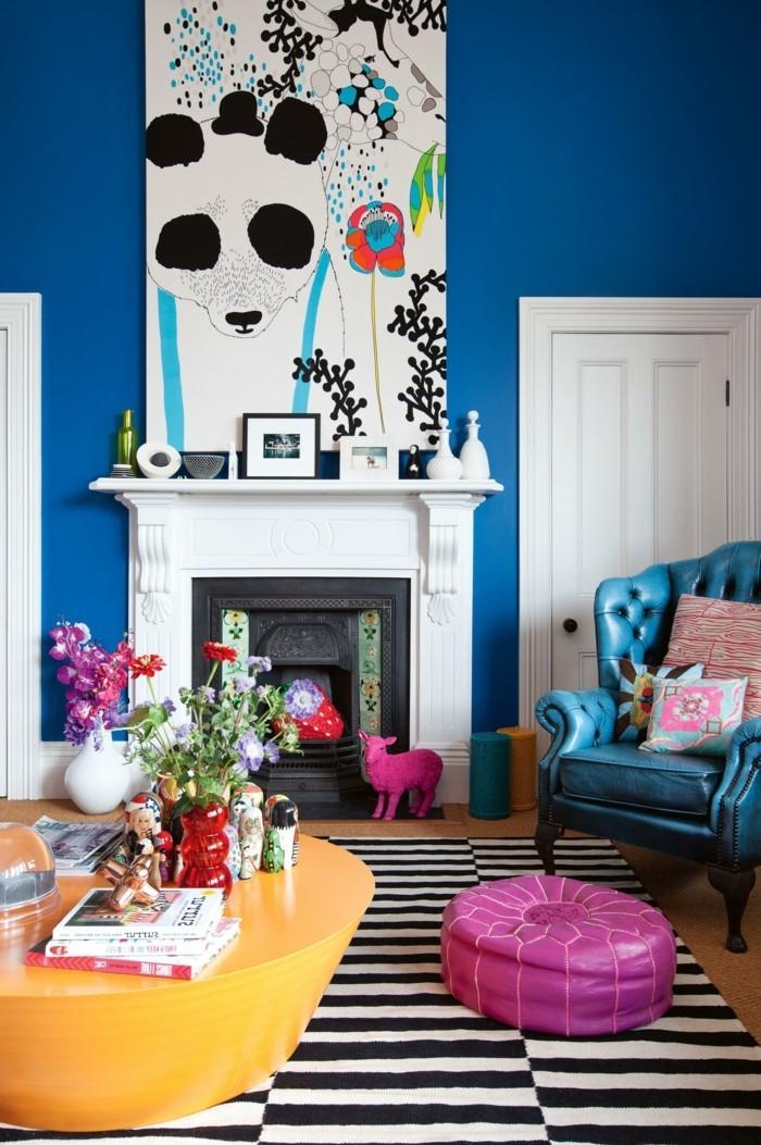 deko kamin steifenteppich blaue wand