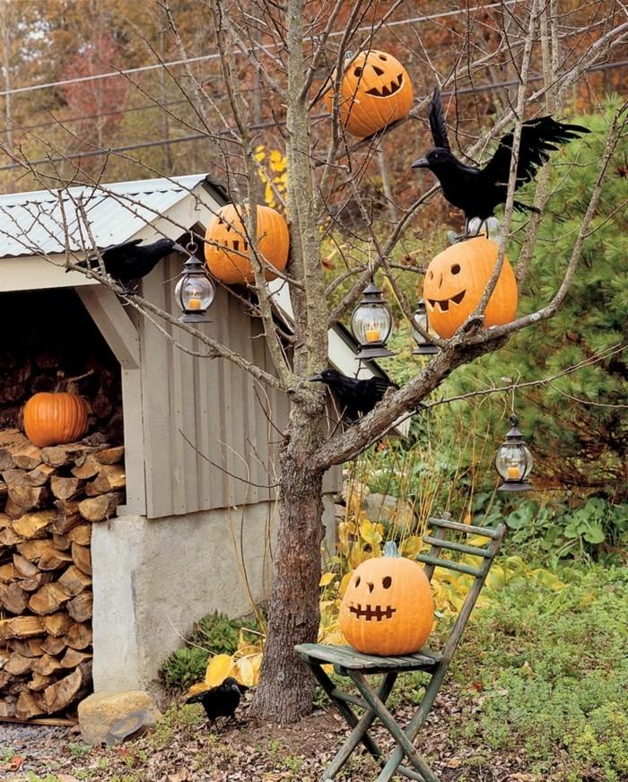 gartenideen herbst halloween kürbisse laternen