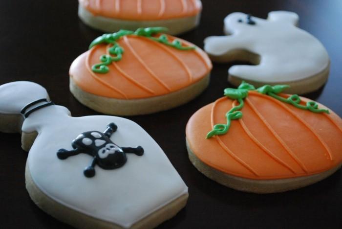 halloween ideen kekse zubereiten kürbisse gespenster gruselige figuren