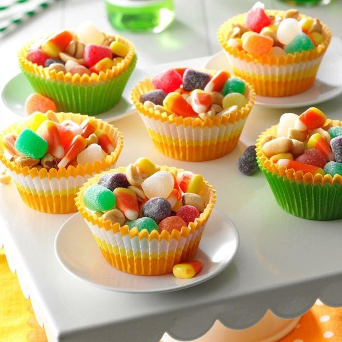 halloween party ideen tisch orange akzente süßigkeiten