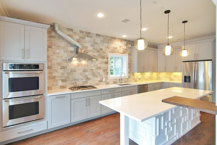 hausrenovierung moderne kucheneinrichtung weisse kuechenschraenke kuchenruckwand