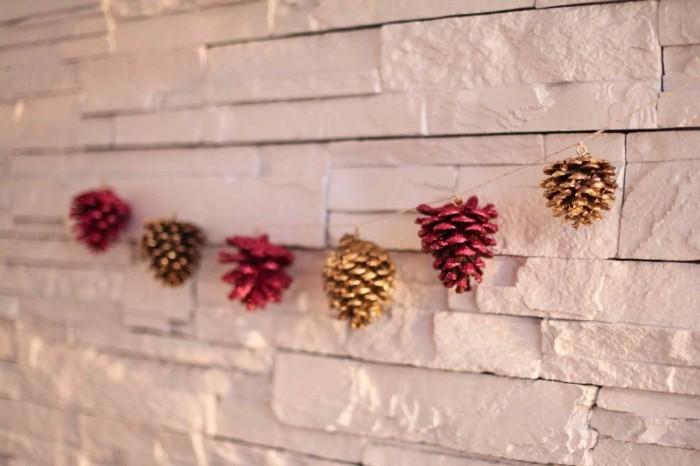 herbstliche deko gefärbte zapfen girlande dekoideen