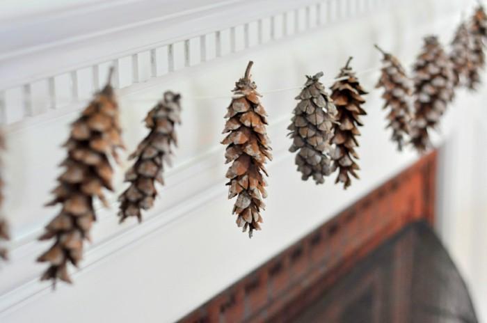 herbstliche deko zapfen girlande hängen herbststimmung