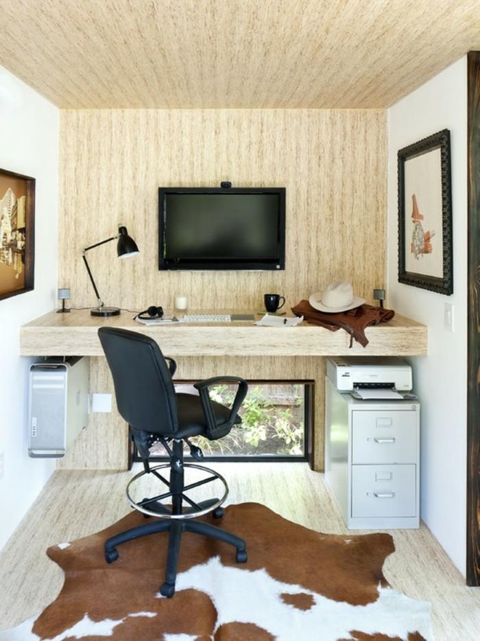home office einrichten kuhfellteppich fenster wanddeko