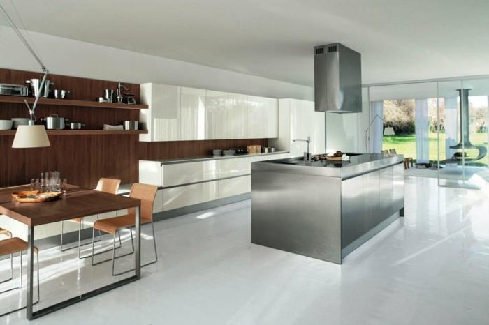 kuechengestaltung matt metallene kucheninsel abzugshaube dunkles holz esstisch weise kuchenschranke hochglanz
