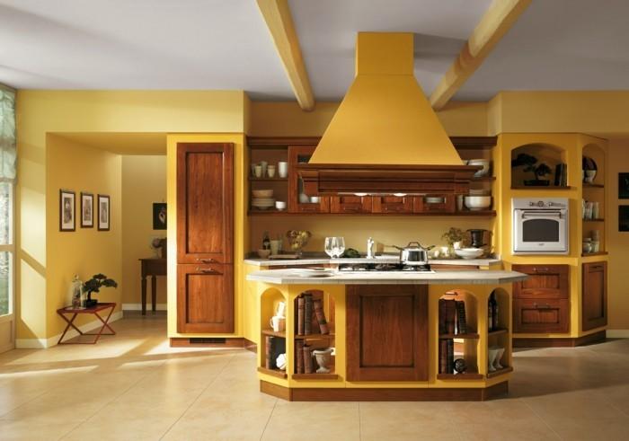 küchengestaltung rustikale kuchen italienisches design gelbe wande naturholz kuchenfronten