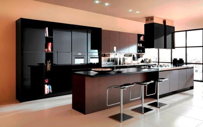 kuchengestaltung schwarze fronten hochglanz dunkles holz kucheninsel
