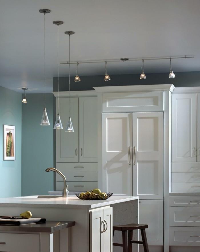 küchenideen grüne wandfarbe hängelampen