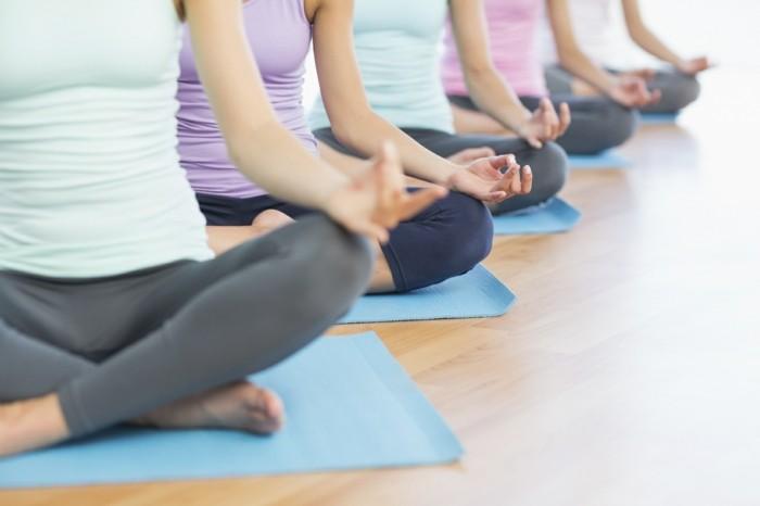 lebe gesund joga trainieren sport treiben