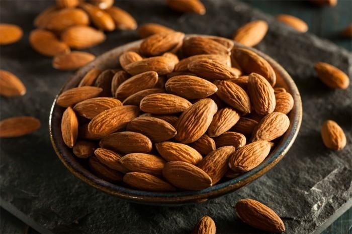lebe gesund mandeln nüsse essen gesund
