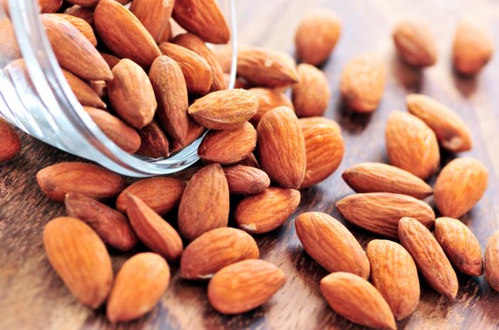 lebe gesund nüsse essen mandeln fettige produkte