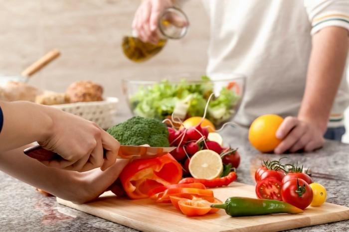 lebe gesund salat zubereiten olivenöl gesundheit