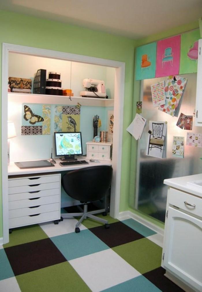 moderne inneneinrichtung home office bodenbelag farbig weiße möbel