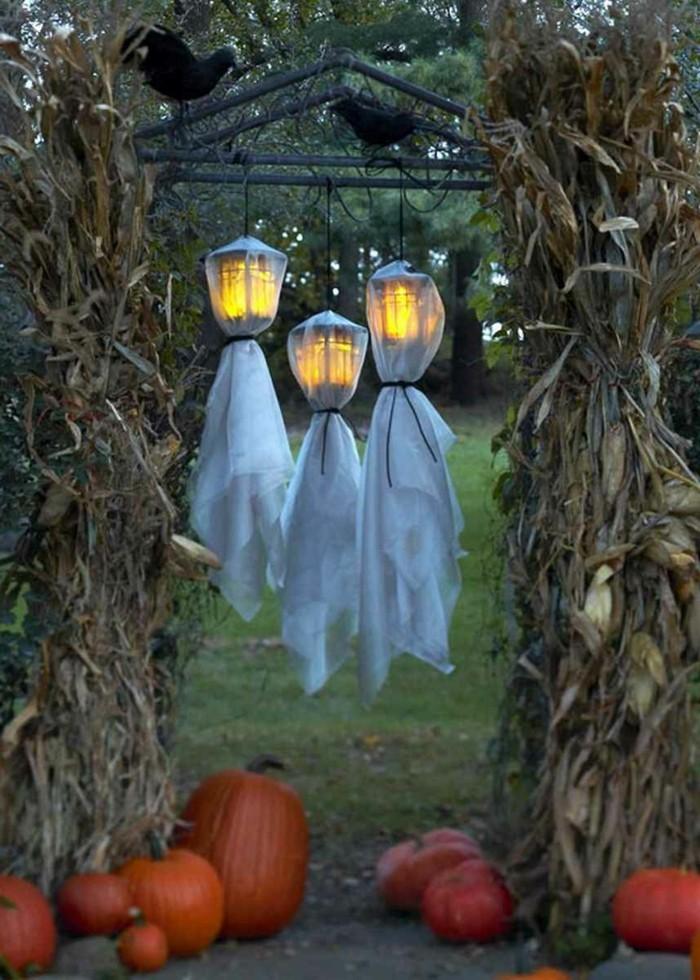 wie gestalte ich meinen garten kürbisse halloween deko gespenster
