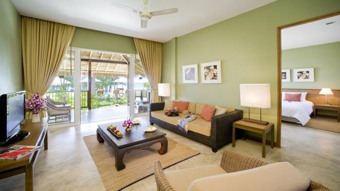 wohnideen wohnzimmer grüne wandfarbe korbmöbel