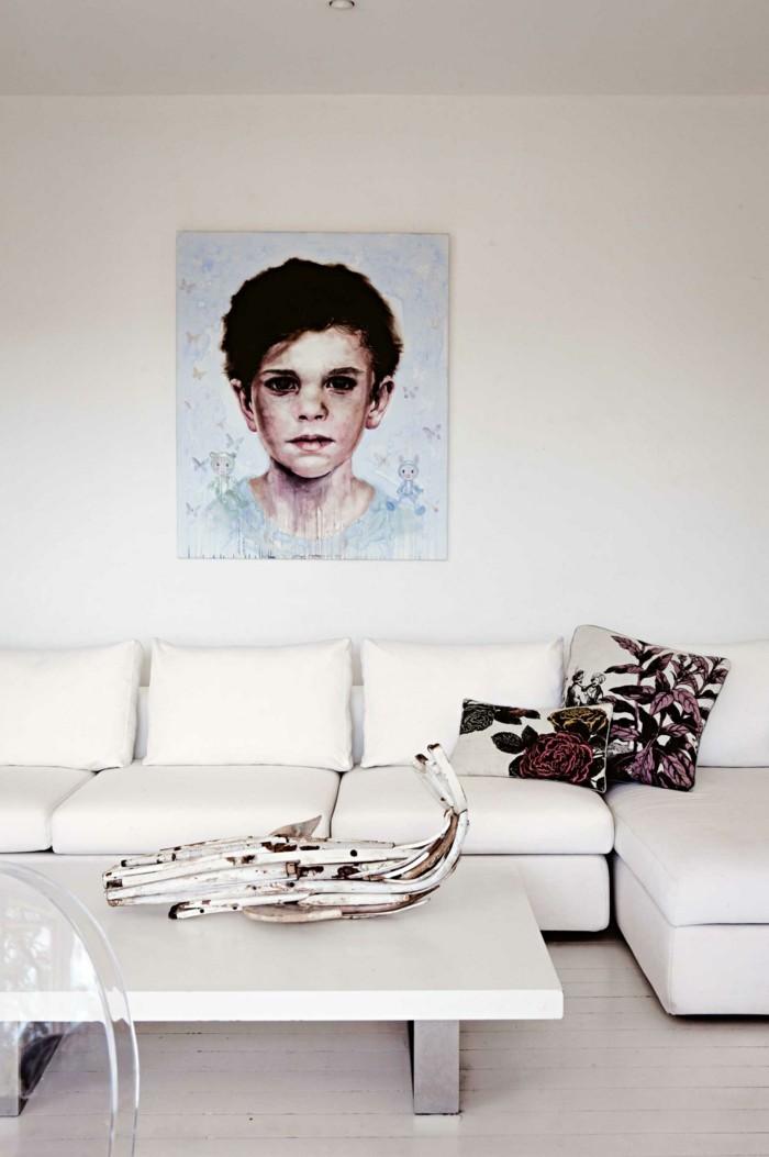 wohnideen wohnzimmer weißes interieur holzboden florale dekomuster dekokissen