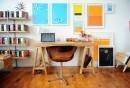 wohnzimmer-einrichtungsideen-homeoffice-holzboden-wanddeko-ideen