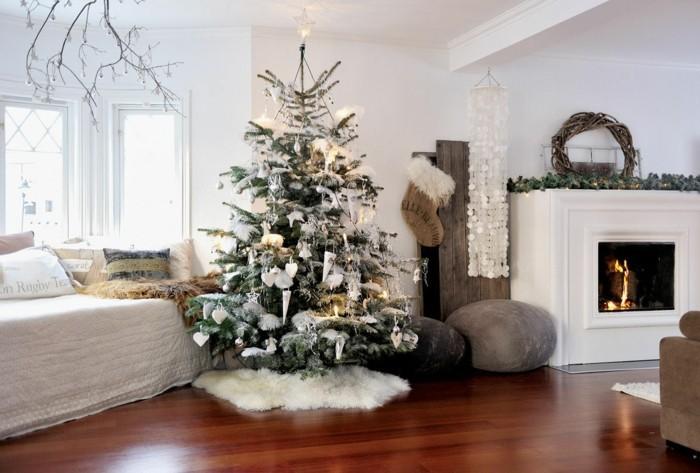 Wunderbar Deko Zu Weihnachten Wohnzimmer Weihnachtsbaum Kamin Weisser Teppich