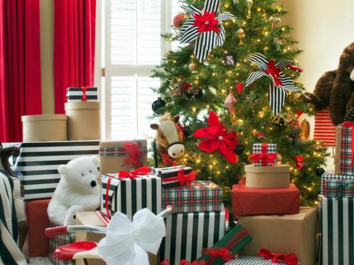 wohnzimmer gestalten dekoideen weihnachten weihnachtsbaum geschenke