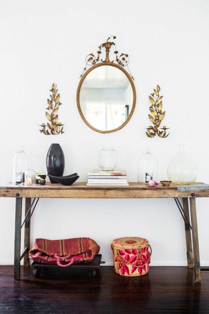 Flur Elegant Gestalten : Eleganter Beistelltisch und eine Wandtafel