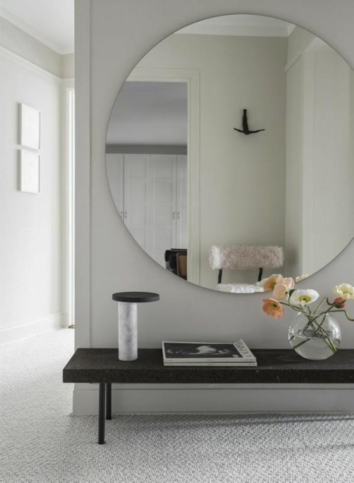 flur gestalten eingangstuer eingangsbereich runder spiegel kommode