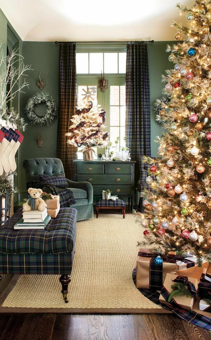 inneneinrichtung wohnzimmer weihnachten gruene waende schoener weihnachtsbaum