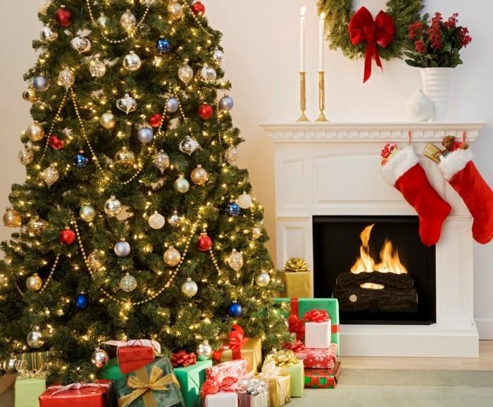 inneneinrichtung wohnzimmer weihnachten weihnachtsbaum geschenke familie feste gemuetlich