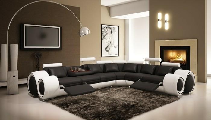 moderne sofas leder schwarz weiss hochflorteppich kamin