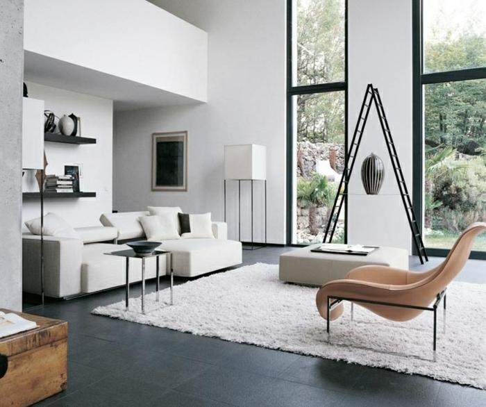 moderne sofas weiss teppich dunkle bodenfliesen