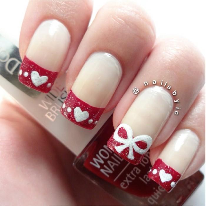 nageldesign ideen winter weihnachtliche fingernaegel herzchen