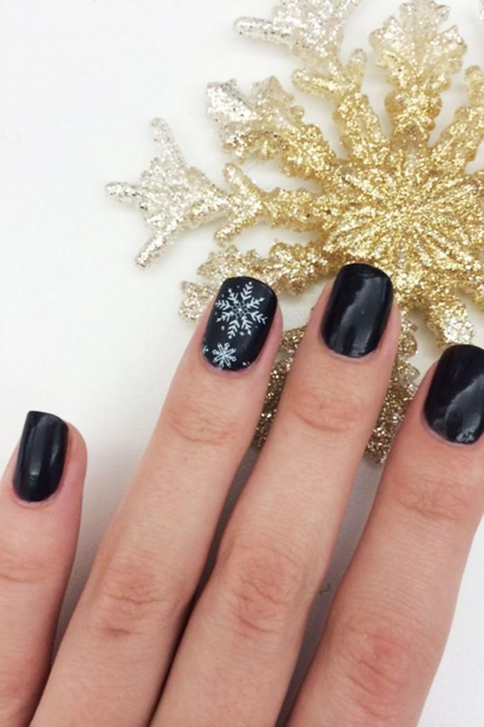 nageldesign weihnachtsmotive weihnachtliche naegel muster schwarz gold